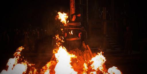 Bruja quemada en la hoguera