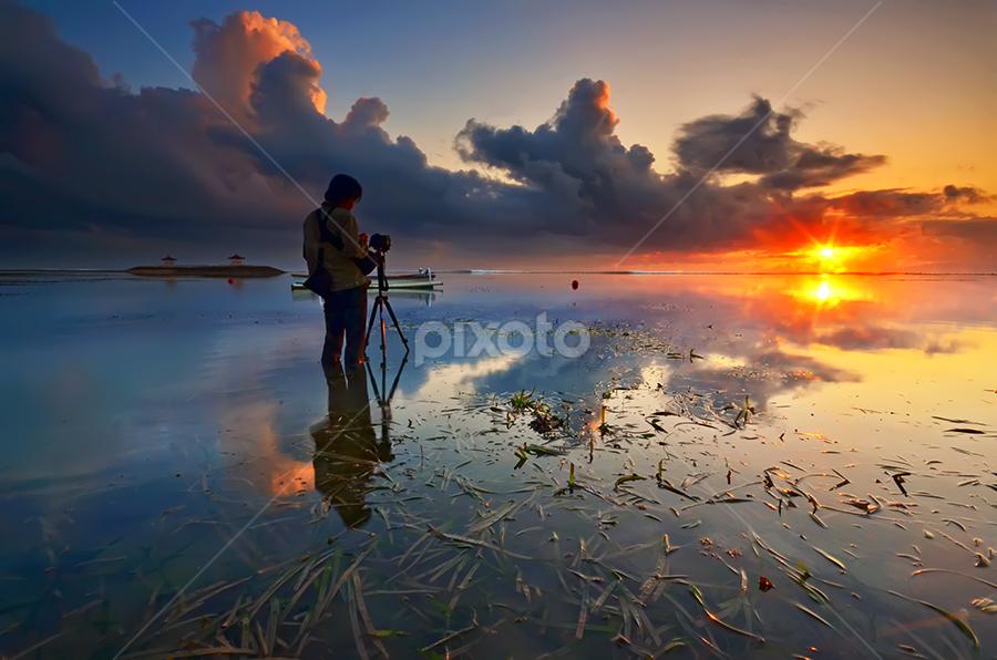 Light it up by Hendri Suhandi - Landscapes Sunsets & Sunrises ( bali, sanur, beach, sunrise )