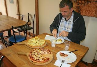 Photo: T-Rex und Whitebait-Pizza