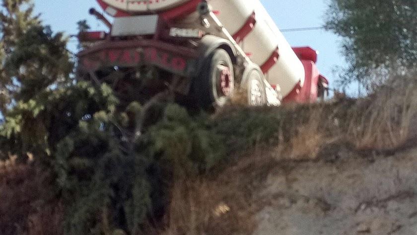 La parte trasera del camión quedó completamente al aire. Foto cortesía de Bomberos del Levante