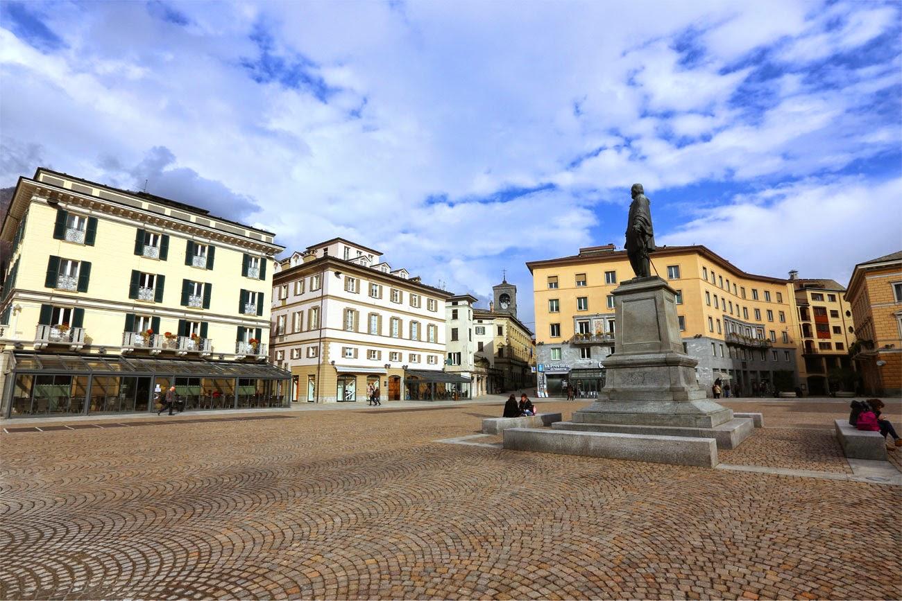 Площадь Гарибальди (Piazza Garibaldi) в Сондрио, Италия