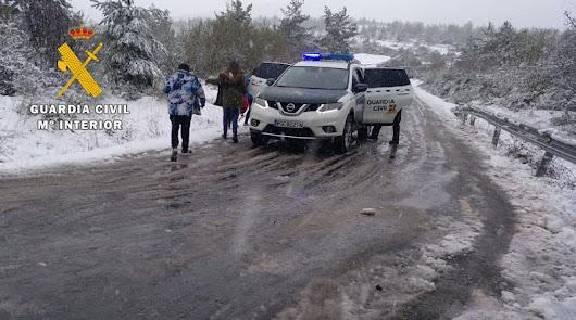 Auxilian a varias personas atrapadas en sus vehículos por el temporal de nieve