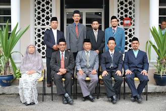 Photo: Urusan pentadbiran harian sekolah pula dikendalikan  oleh Lembaga Pengelola Hidayah (LPH). Gambar di atas adalah barisan LPH.
