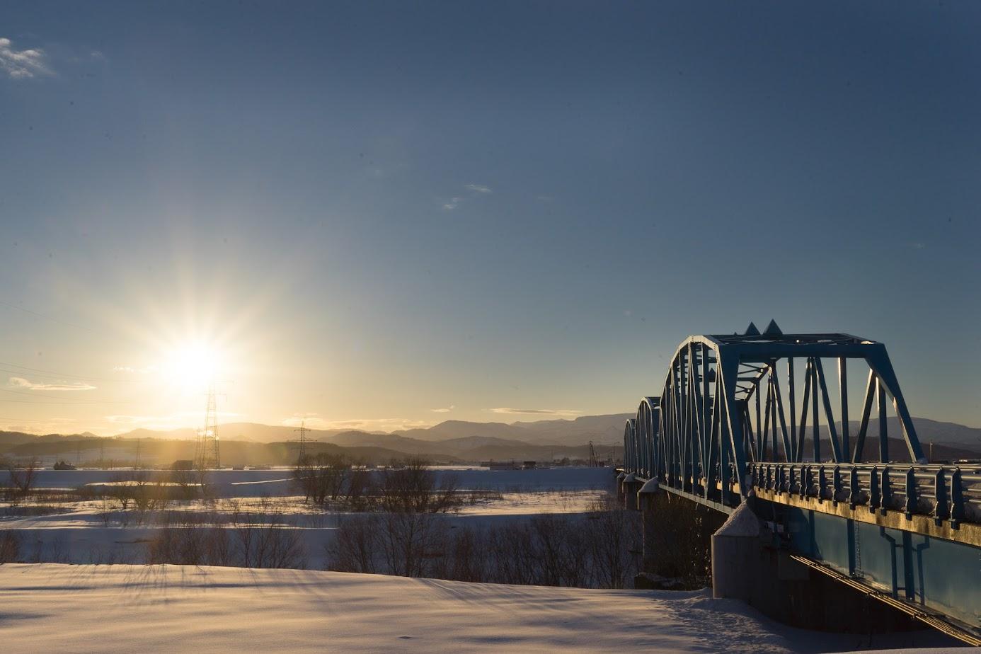 北竜橋を照らす夕陽