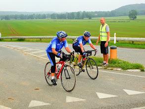 Photo: Lis og Lena ude på ruten.