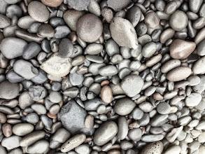 Photo: Meren pyöreäksi hiomat rantakivet (vähän hankalia kävellä tosin)