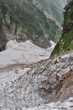 写真: 池ノ谷の雪渓。二俣付近から。