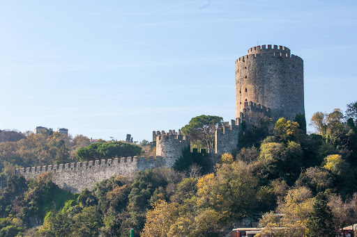 Fortress-along-Bosphorus.jpg - Rumelihisarı or Boğazkesen Castle, a fortress on the European side of the Bosphorus strait.