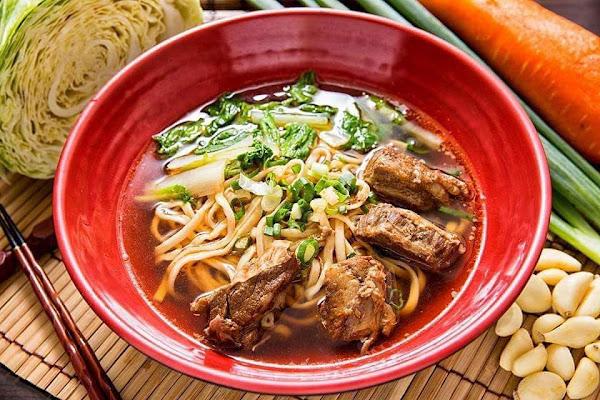 這間是我在竹北吃過會難忘的一間餐廳,很多選擇,主打的是冠軍牛肉麵,真的不愧是冠軍,不吃牛的,也有很多沒有牛肉的餐點!很推!