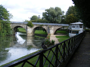 Photo: Here's another view of the old bridge as I walk back into town for lunch. On the right is a well-known restaurant, named for the massive fish caught on this spot in 1839 by the owner. The restaurant was frequented by a number of the previously mentioned luminaries, including Manet, Corot, Pissarro, Renoir, Matisse, de Maupassant, and Zola.