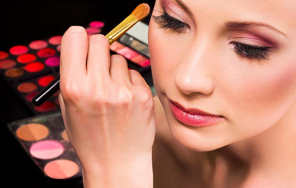 искусство профессионального макияжа.
