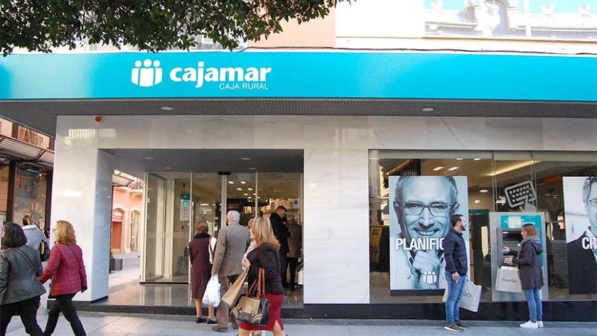 Oficina de Cajamar en el Paseo de Almería.