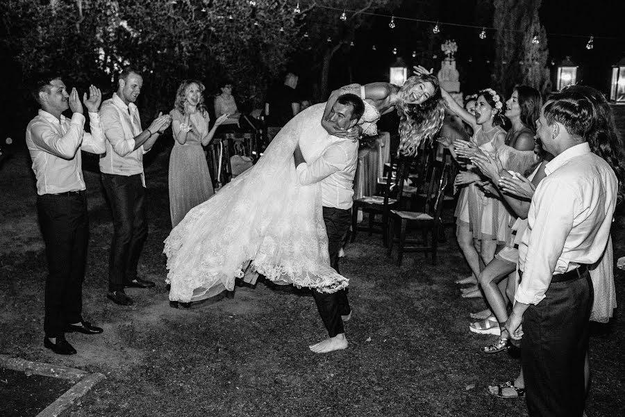 Wedding photographer Vasiliy Tikhomirov (BoraBora). Photo of 04.10.2019