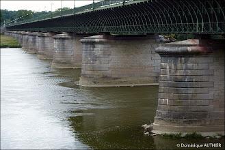 Photo: La structure métallique du Pont Canal de Briare vu de profil. Ancienne photo de 2010