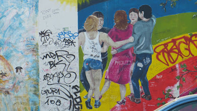 "Photo: East Side Gallery; Catrin Resch ""Europas Frühling"""