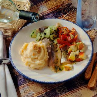 Matjessalat mit Kartoffelpüree
