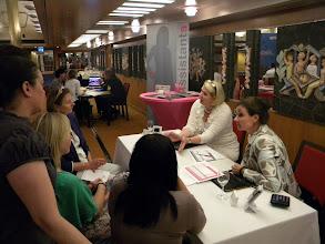 Photo: Team F_Op gesprek bij Perfect Assistants