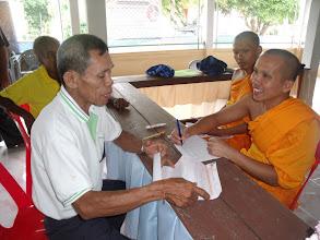 Photo: วันที่ 13 มีนาคม  2554  ที่วัดลำภูรา  ผู้มารายงานตัวสมัครบวช