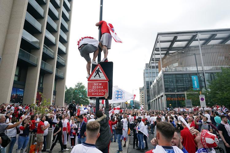 🎥 Des supporters forcent l'entrée de Wembley sans ticket