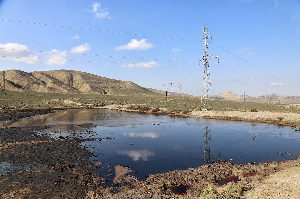 Qobustan, droga do wulkanów błotnych, jezioro ropy