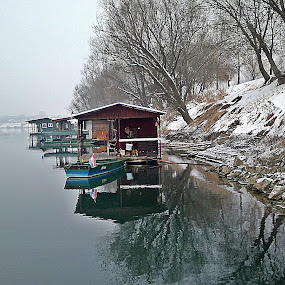 houses & boats by Bojan Dobrovodski - Landscapes Waterscapes ( hause boat river winter snow fog, house boat wintwr river fog snow, house, hauses boat river winter snow fog )