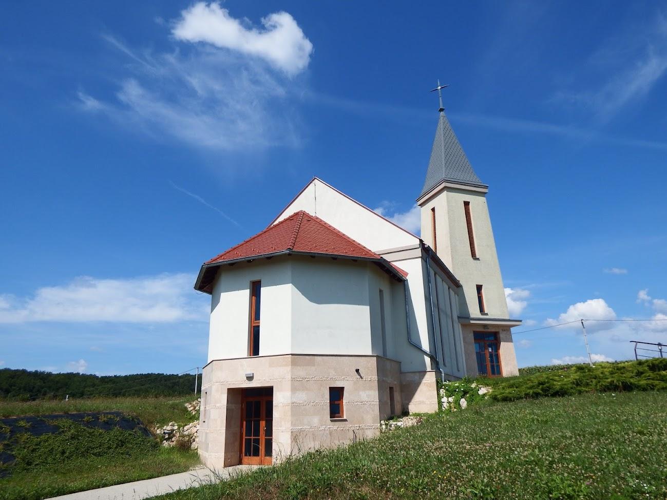 Teskánd - Szent Család rk. templom