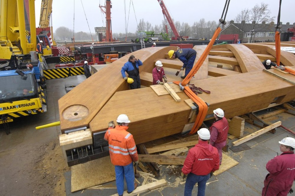 A curiosa ponte de madeira da Holanda