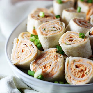 5-Ingredient Buffalo Chicken Roll Ups