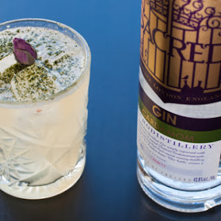 How To Make A Refreshing Gin Cocktail To Sip Under The Stars