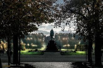 Photo: Nebel entwickelt sich oft am Abend oder in der Nacht, wenn sich warme und feuchte, bodennahe Luft abkühlt. Nebel tritt deshalb auch besonders im Herbst auf, weil die Luft nach und nach immer kühler wird und die aufsteigende Feuchtigkeit aus dem Erdboden dann Nebel bildet. Naturfotografie: http://goo.gl/ITvFrA