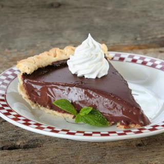 Smooth Old-Fashioned Chocolate Pie