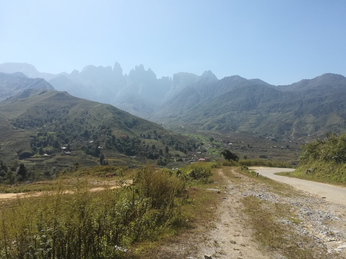 Fine fjellformasjoner og dårlige veier langs omveien jeg tok.