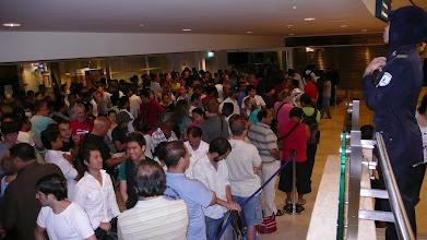 Photo: ESPERA PARA TICKETS ENTRADA PETRONAS 7:30 A.M.