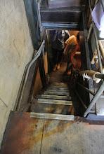 Photo: 狹小的樓梯