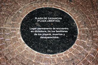 Photo: Marcas de la Memoria (17) Plaza Libertad. Lugar permanente de encuentro de familiares de los presos, muertos y desaparecidos. Placa conmemorativa.