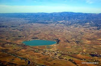 Photo: luchtfoto van het Lac de Jouarres