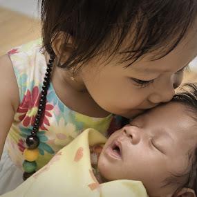 Kiss the New Born Baby by Pak'de Blangkon - Babies & Children Children Candids ( child, love, kiss, babies, children, baby )