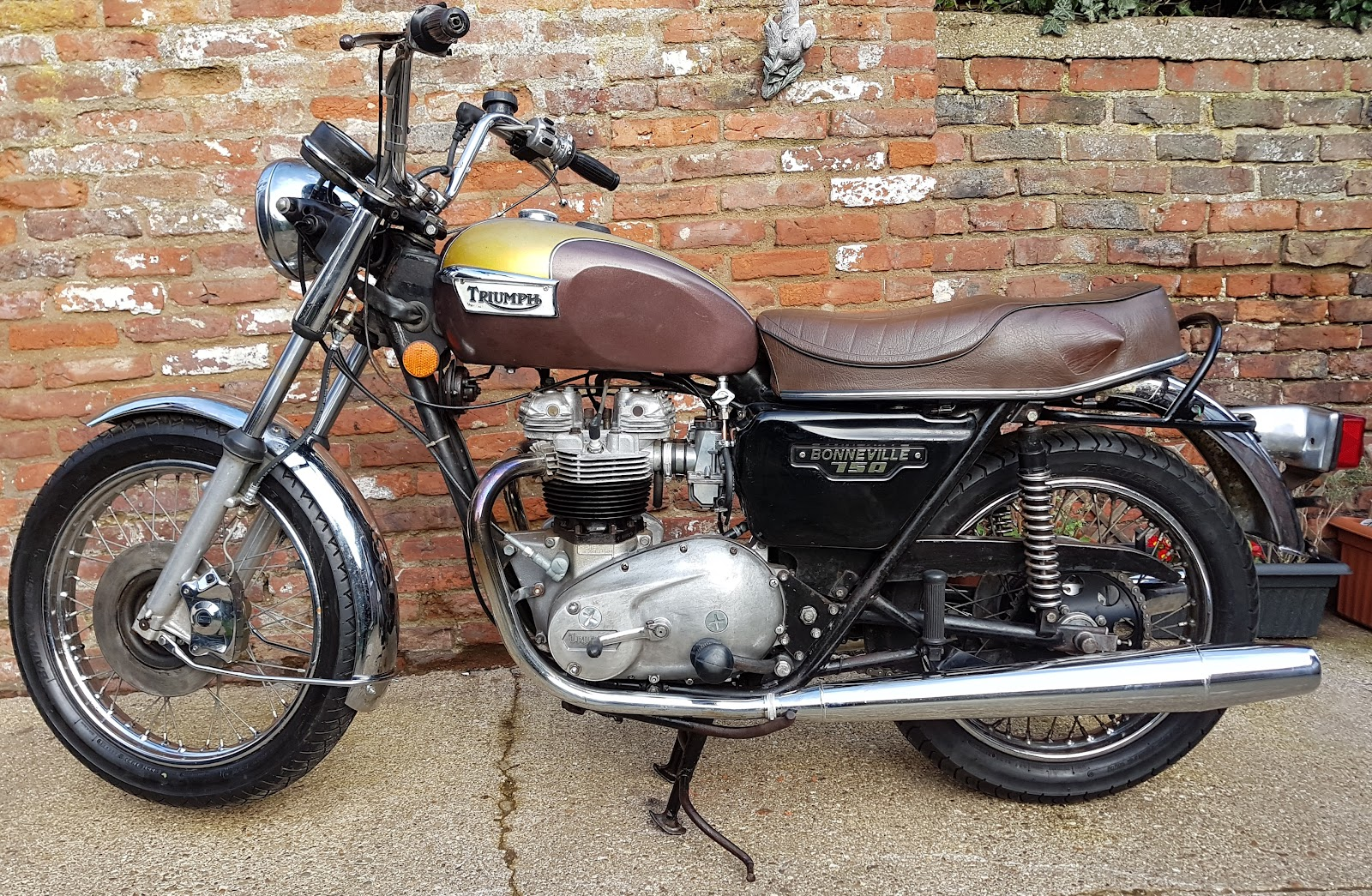 Triumph Bonneville T140E repaired and back on the road.