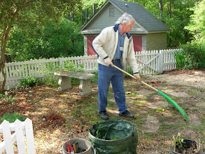 Photo: I'm raking, I'm raking.