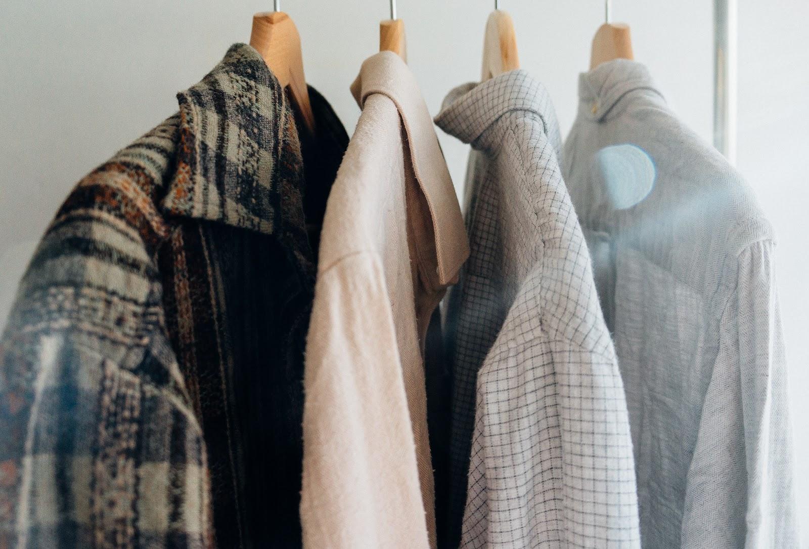 Des chemises délicates qui demandent un repassage à froid