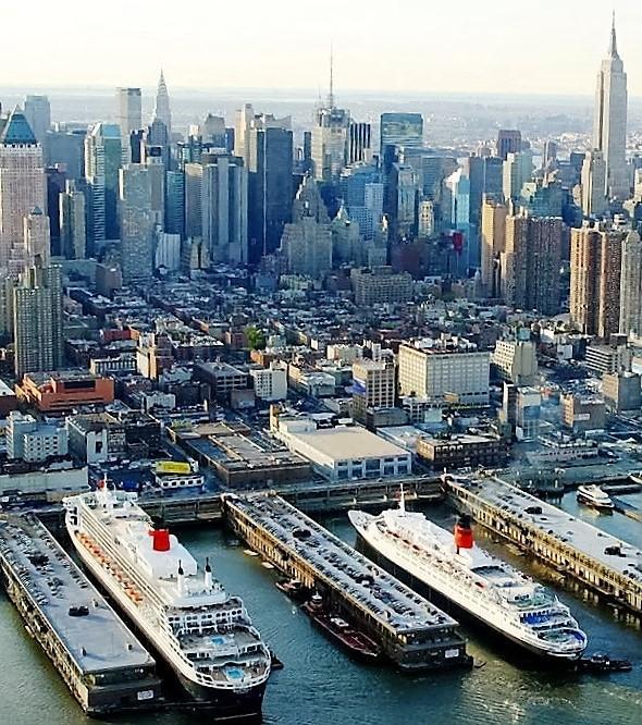 C:\Users\B\Downloads\QE2 docking with the QM2 already docked NYC.jpg
