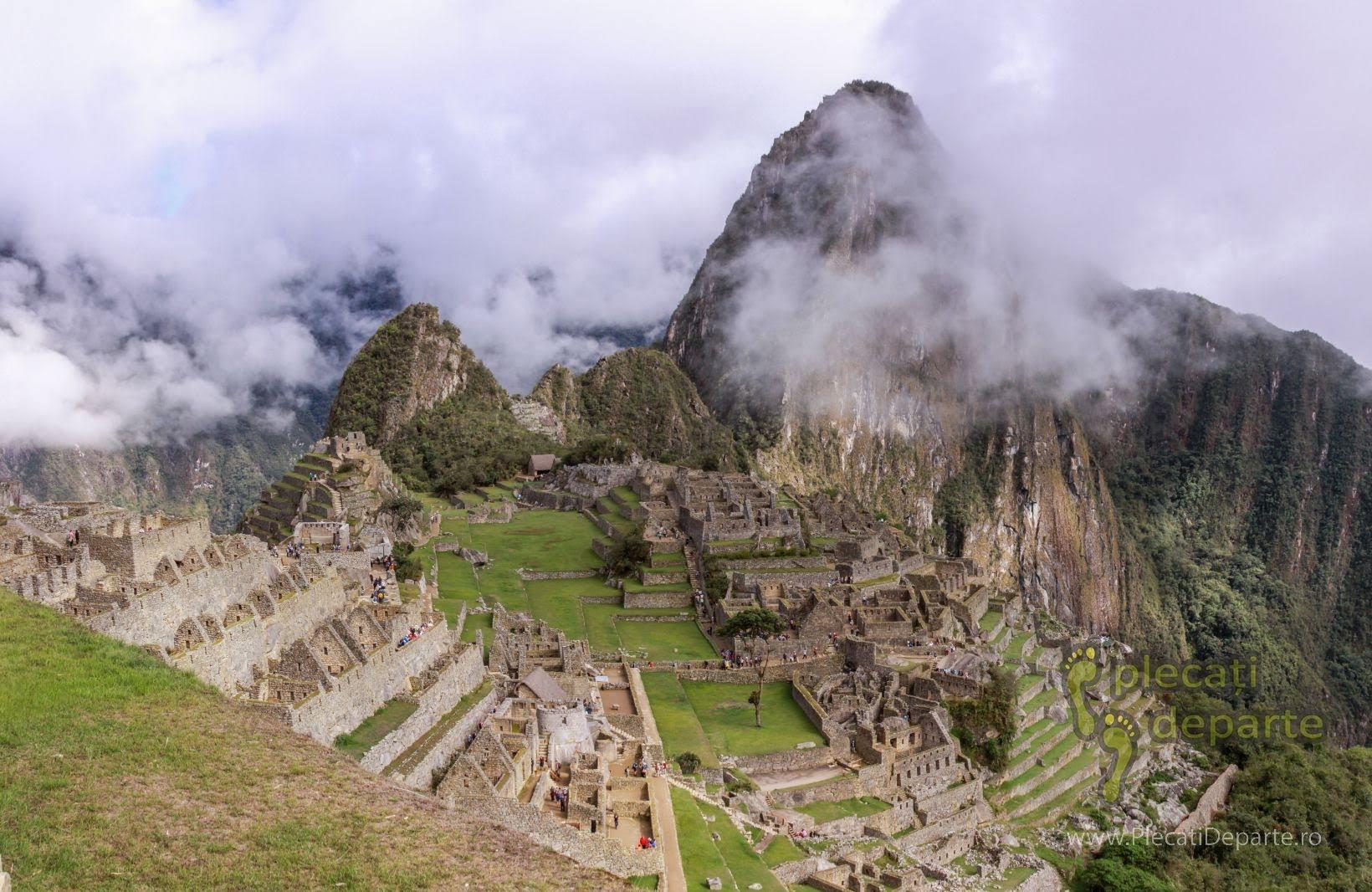 Asezarea incasa Machu Picchu, vazuta odata ce ai trecut de poarta de intrare