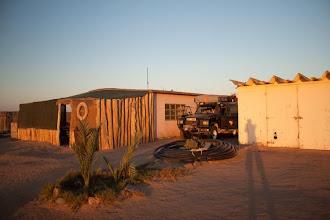Photo: Our camping spot on the Skeleton coast NP border / Závětrné místo ke kempování na hranici parku Pobřeží koster