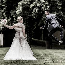 Samantha e Fabio by Mauro Locatelli - Wedding Bride & Groom ( maurolocatelli, wedding photographer, weddingbergamo, bride and groom, wedding jump )