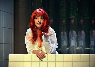 """Photo: WIEN/ BURGTHEATER/ Vestibül: """" Am Beispiel der Butter"""" von Ferdinand Schmalz. Inszenierung: Alexander Wiegold. Catrin Striebeck. Foto: Barbara Zeininger"""