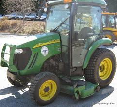 Photo: Lot 39 (3048-1/1) - 2008 John Deere Tractor/Mower - 1,477 miles