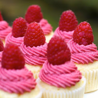 Succulent Raspberry Lemonade Mini Cupcakes That You Will Want To Suckle