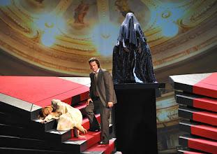 Photo: LES CONTES D'HOFFMANN im Theater an der Wien. Regie: Roland Geyer. Marlis Petersen, Arturo Chacon-Cruz. Premiere: 4.7.2012. Foto: Barbara Zeininger