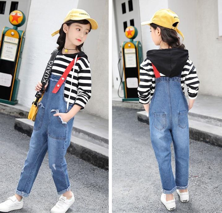 spodnie ogrodniczki jeansowe z dziurami dla dziewczynki8