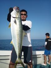 Photo: みねさんは、無事キャッチ! 7.6kgのヒラスでしたー!